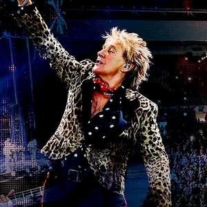 Rod Stewart avisa: não retorna aos palcos antes de 2022