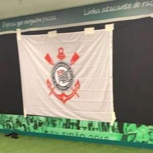 Palmeiras envelopa vestiário de visitante com imagens de ...