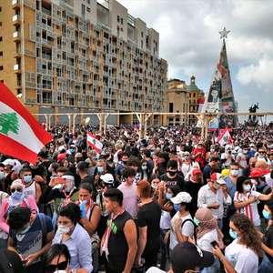 Multidão protesta em Beirute; premiê cogita antecipar ...