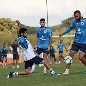 Goiás tem 10 testes positivos de covid-19 e tenta adiar jogo