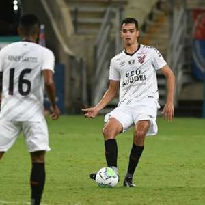 Felipe Aguilar comenta a sua estreia no Athletico