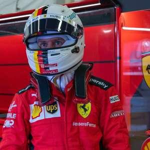 """Vettel responsabiliza Ferrari por pífio GP dos 70 Anos: """"A culpa é de vocês"""""""