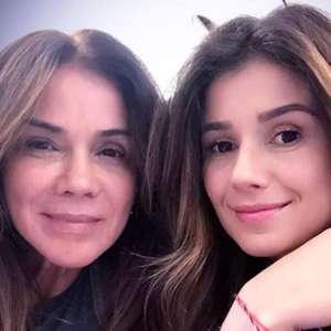 Paula Fernandes publica homenagem para a mãe no Dia dos Pais