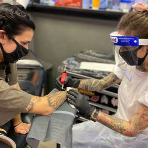 Tatuadores adotam novos protocolos para evitar ...
