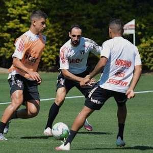 Após jogo adiado, São Paulo treina para encarar o ...