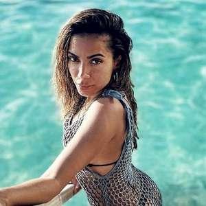 """Anitta abre o jogo sobre sexo: """"Me sinto segura ao fazer ménage ou troca de casal"""""""