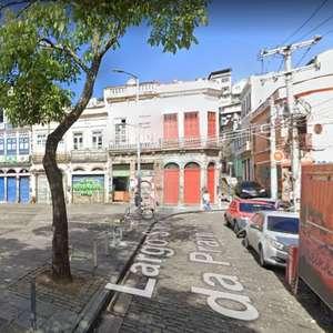 Incêndio atinge casarão histórico na região portuária do Rio