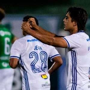 Cruzeiro vence o Guarani de virada, ganha a segunda e ...