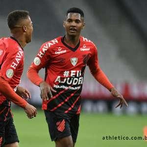 Athletico-PR derrota Goiás em casa e mantém embalo no ...