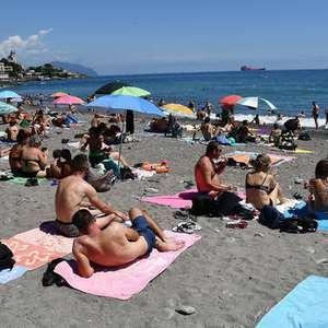 Região italiana distribuirá 550 mil máscaras em praias