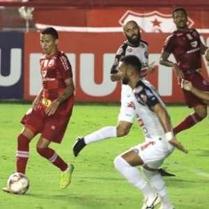 Em jogo movimentado, Náutico e Operário-PR empatam sem gols