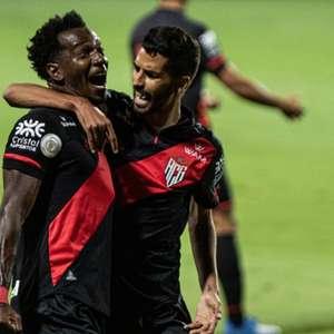 Atlético-GO passeia pelo Flamengo em noite tenebrosa do ...