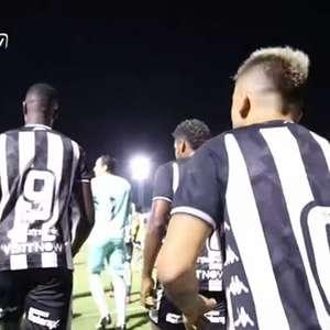 Victor Luís incentiva Babi antes de jogo do Botafogo: 'Ralou pra c... para estar aqui'