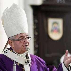 Papa aposenta polêmico arcebispo ultraconservador da Polônia