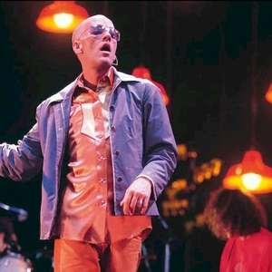 """R.E.M. disponibiliza registro de """"At My Most Beautiful"""" ..."""