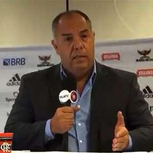 Banner cai em coletiva do Flamengo e Marcos Braz brinca: ...