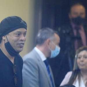 Ronaldinho testa positivo para covid antes de evento em BH