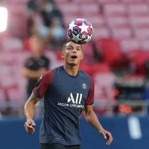 "Thiago Silva critica Leonardo por saída: ""Foi desajeitado"""