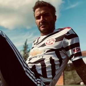 Beckham posa com novo uniforme do Manchester United, que ...