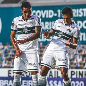 Goiás e Coritiba empatam em duelo eletrizante de 6 gols