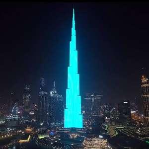 Youtubers usam prédio mais alto do mundo para mostrar resultado de chá revelação