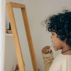 4 hábitos bucais para ensinar aos filhos desde cedo