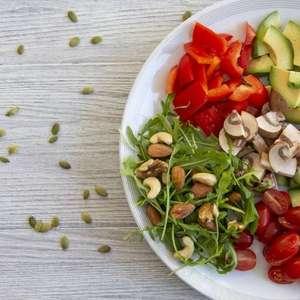 Saiba quais alimentos comer à noite para ajudar na perda de peso