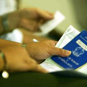 Desempregados temem redução do auxílio e apostam em retomada