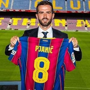 Pjanic é apresentado no Barcelona, recebe camisa usada ...