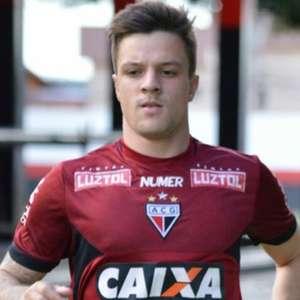 Cruzeiro encaminha venda do atacante Renato Kayser, destaque do Atlético-GO, para o Athletico-PR