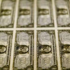 Dólar dispara 2,5% contaminado por estresse no mercado ...