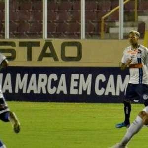 Com técnico novo, Confiança vence o Guarani e sobe na tabela da Série B