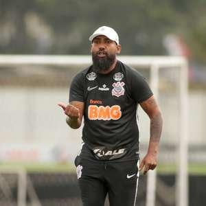 Semana livre do Corinthians pode trazer 'reforços' para Dyego Coelho