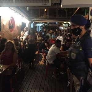 Prefeitura do Rio multa bares com aglomeração no Leblon ...