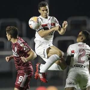"""São Paulo """"esquece"""" Brasileiro e busca classificação na Libertadores"""