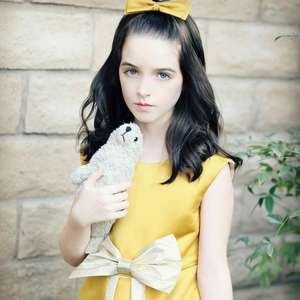 Estrela mirim de Annabelle 3 entra em The Handmaid's ...