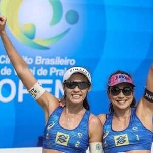 Após ganhar medalha no vôlei de praia, Carol Solberg grita 'Fora Bolsonaro'