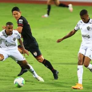Atlético-MG vira sobre Atlético-GO e assume liderança