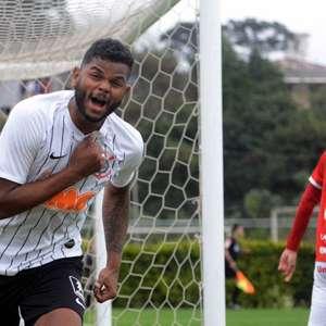 Artilheiro do Corinthians é anunciado no Racing Ferrol
