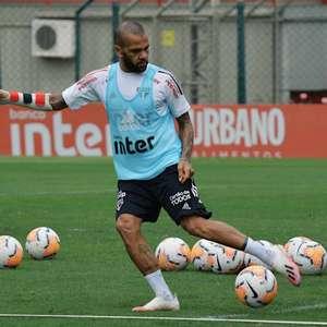 São Paulo viaja para o Equador sem Daniel Alves e Juanfran