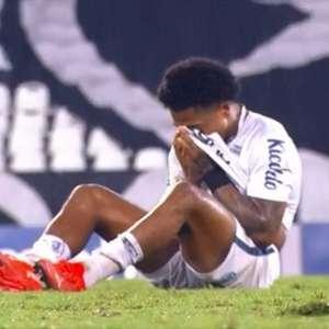 Após empate do Santos, Marinho chora sozinho no campo