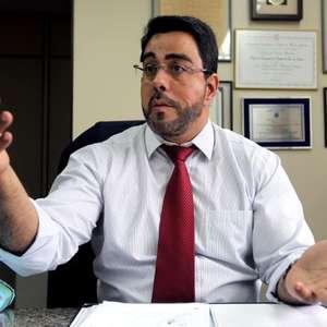 Bretas ordena bloqueio de bens do advogado de Lula