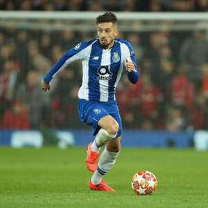 Manchester United se aproxima de Alex Telles, lateral do ...