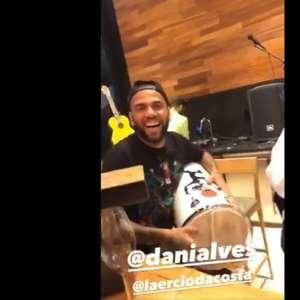Neto detona atitude de Daniel Alves: 'Falta de respeito com companheiros'
