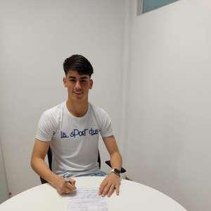 Goleiro de 16 anos assina primeiro contrato e afirma: 'Quero fazer história pelo Bahia'