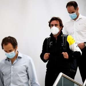 Alonso visita fábrica da Renault em Enstone na ...