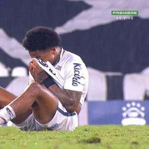 """Marinho desabafa sozinho após empate do Santos, e Cuca diz: """"Torcedor tem que valorizar"""""""