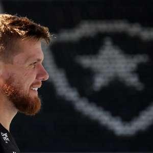 Rafael Forster destaca evolução da defesa do Botafogo: ...