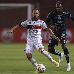 Cobrado e respaldado pela diretoria, elenco do Flamengo ...