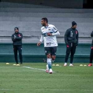 Ramón Martínez comemora estreia no Coritiba com vitória